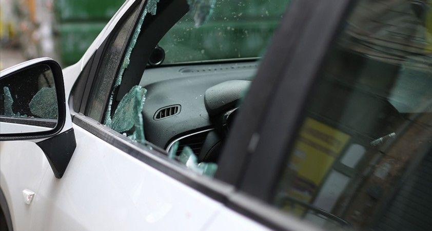 ABD'de Müslüman kadının camları kırılan aracına domuz eti bırakıldı