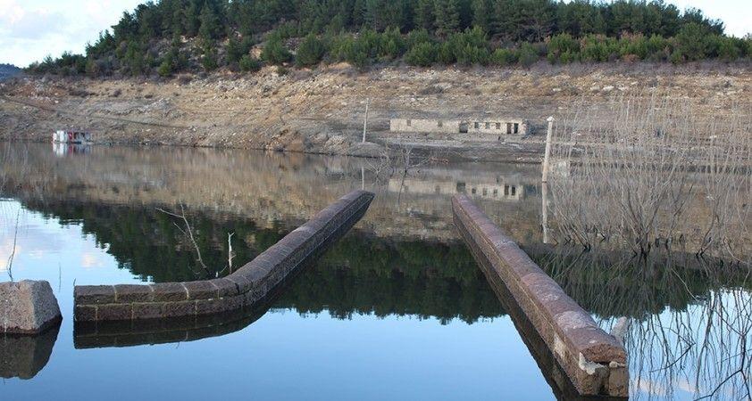 Baraj suyu çekildi, 2 bin yıllık tarihi köprü gün yüzüne çıktı