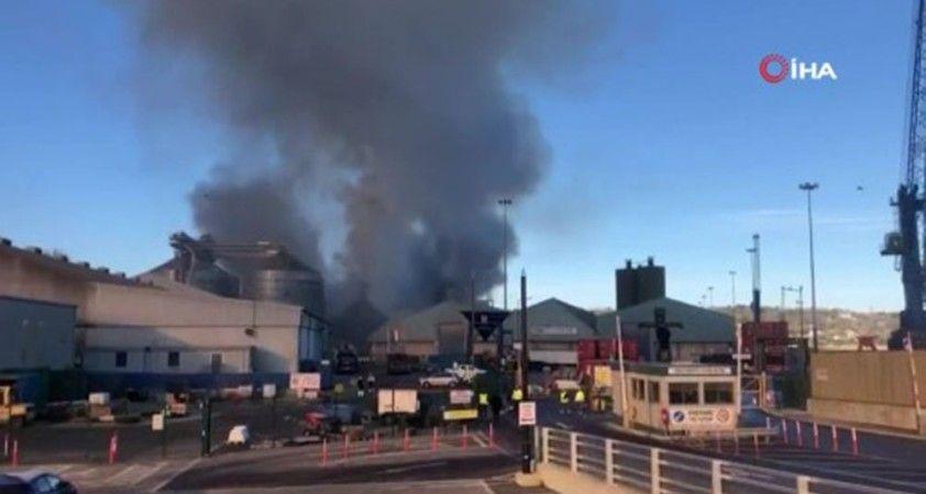 İrlanda'nın Cork Limanında büyük yangın