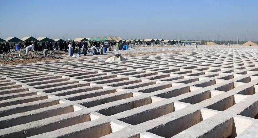 İran'da son 24 saatte 459 kişi Kovid-19'dan hayatını kaybetti