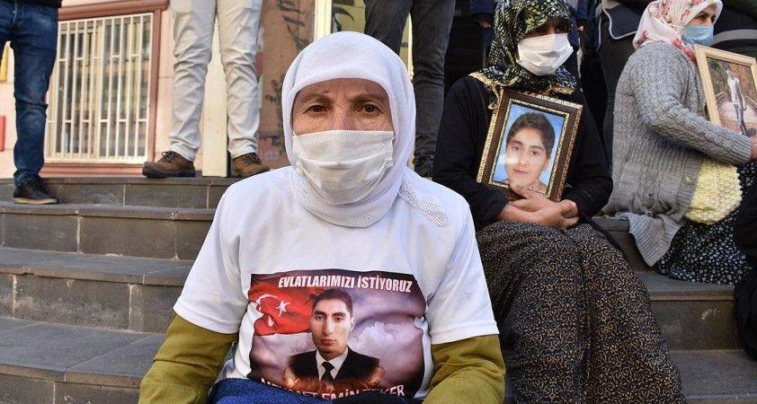 Diyarbakır annelerinden Gülbahar Teker: Teslim olmazsan hakkımı helal etmeyeceğim