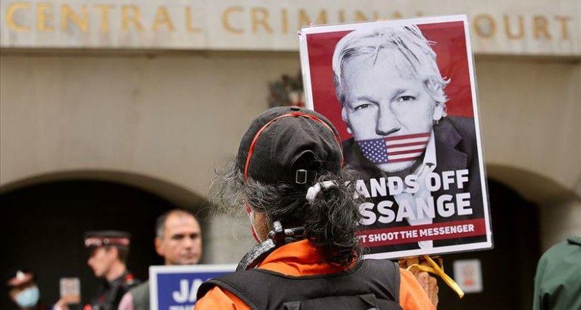 Assange'ın ABD'ye iade davası Kovid-19 nedeniyle ertelendi