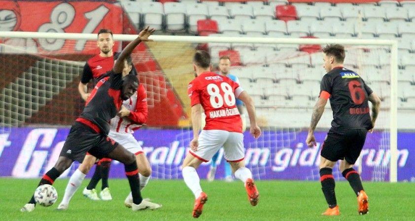 Süper Lig: FT Antalyaspor: 2 - Fatih Karagümrük: 1 (İlk yarı)