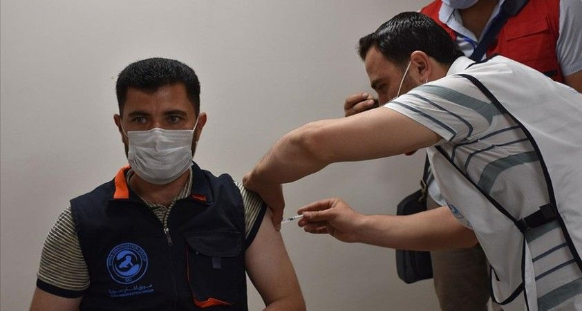 Suriye'nin kuzeyinde Kovid-19'a karşı aşılama başladı