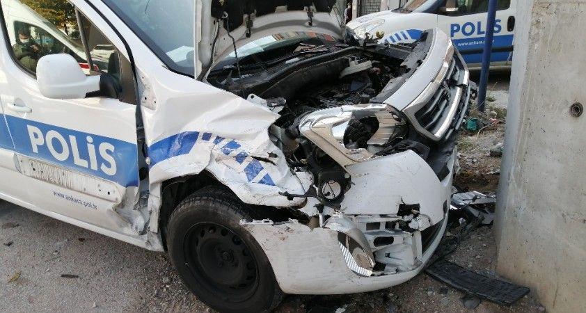 Ankara'da polis arabası kaza yaptı: 3 yaralı