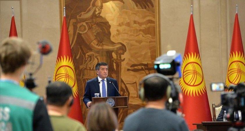 Kırgızistan'daki siyasi kriz Cumhurbaşkanı Sooronbay Ceenbekov'u istifaya götürdü