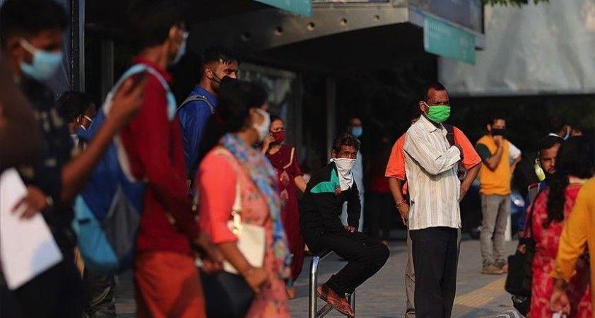 Kovid-19'dan son 24 saatte Hindistan'da 816 kişi öldü