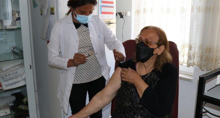 İran'da olamadığı korona virüs aşını Türkiye'de yaptırdı