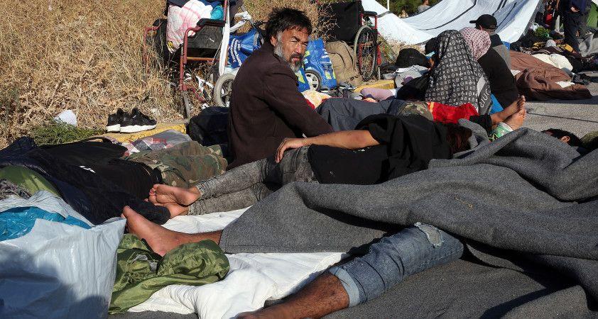 Moria kampındaki yangın sonrası binlerce mülteci sokaklarda yatıyor
