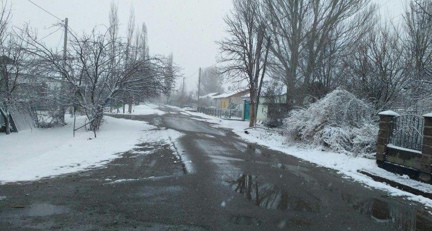 Kırgızistan Nisan ayının ilk gününde beyaza büründü