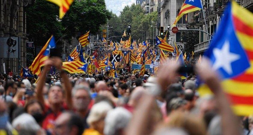 Katalonya milli günü son 10 yıldır olduğu gibi bu yıl da bağımsızlık yanlısı taleplerle geçti