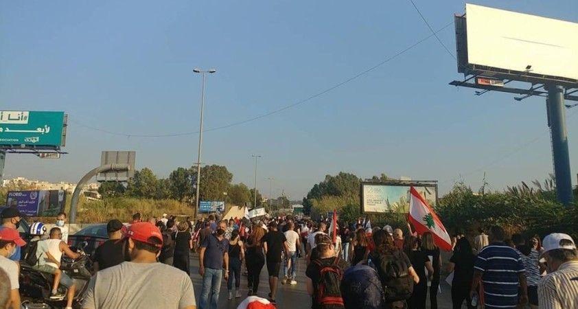 """Beyrut Limanı'ndaki patlamada hayatını kaybedenler için """"adalet"""" eylemi"""