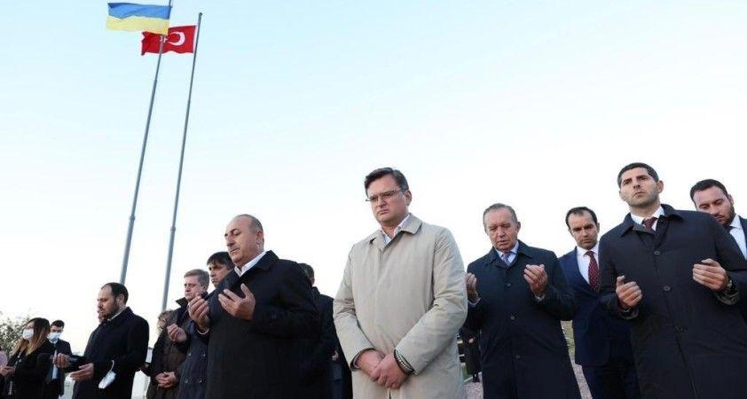 Dışişleri Bakanı Çavuşoğlu, Ukrayna'da Türk şehitliklerini ziyaret etti