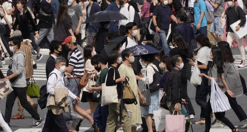 Japonya, İngiltere'den dönenlere yönelik karantina süresini uzattı