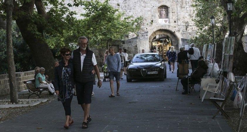 Yunanistan'da Kovid-19 ile mücadele kapsamında bugünden itibaren yeni tedbirler uygulanıyor