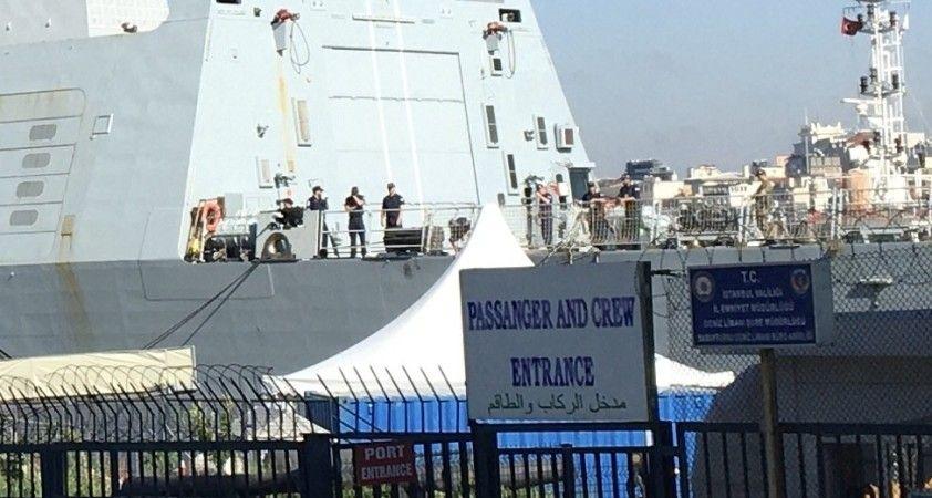 İngiliz savaş gemisi Sarayburnu'na demirledi