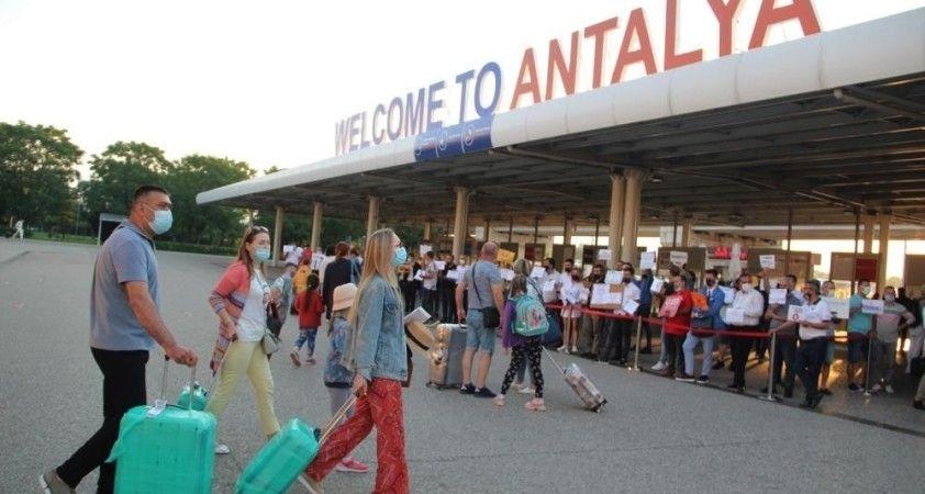 Geçen yılın aynı dönemine göre Antalya'da turist sayısı yüzde 202 arttı