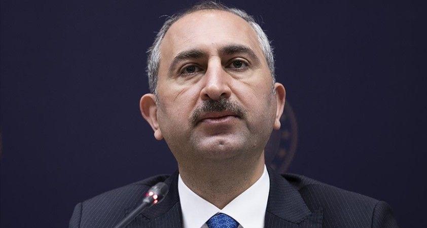 Adalet Bakanı Gül: Alçak bir terör saldırısıyla şehit düşen Cumhuriyet Savcımız Kiraz'ı saygıyla anıyorum