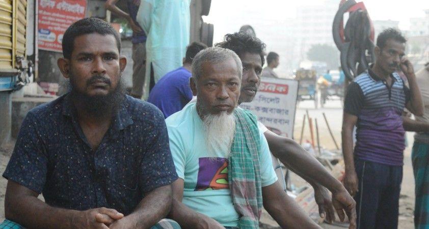 Bangladeş'te işçi pazarlarında umutlu bekleyiş