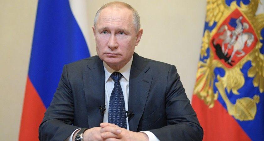 Putin, referandum için sandık başında