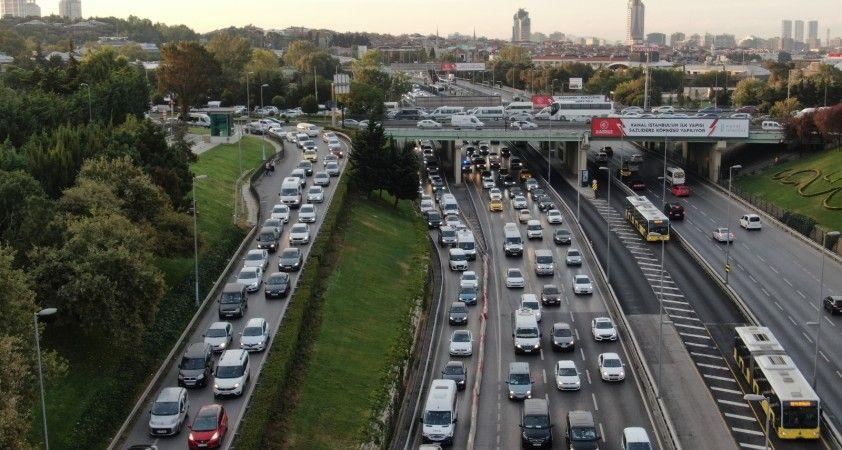 İstanbul'da trafik mesaisi erken başladı, yoğunluk yüzde 55'i gördü