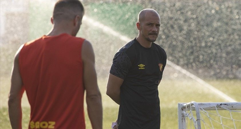 Göztepe, yeni teknik direktörü Nestor El Maestro ile ilk antrenmanına çıktı