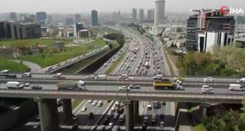 İstanbul'da trafik yoğunluğu devam ediyor