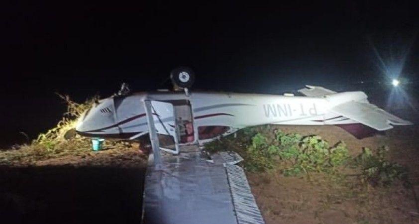 Uyuşturucu kaçakçılarına ait küçük uçakta 300 kilograma yakın kokain ele geçirildi