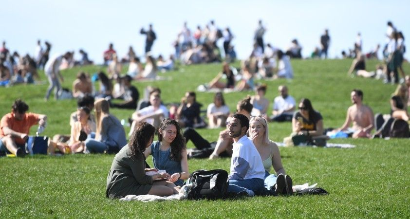 İngiltere'de son 24 saatte 2 bin 685 vaka