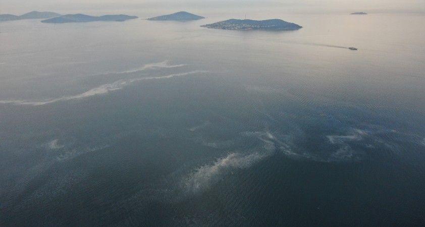 Sahilden adalara uzanan müsilaj tabakası drone ile görüntülendi