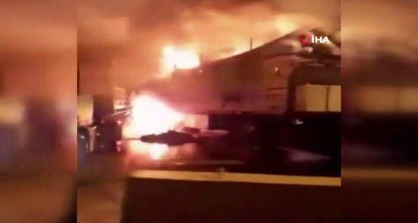 İran-Irak sınırındaki kamyonlar alev alev yandı