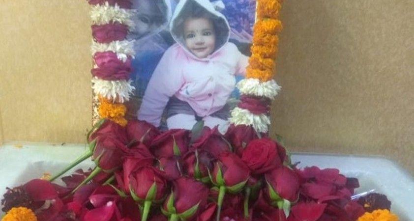Hindistan'da 20 aylık bebek, 5 kişiye umut oldu
