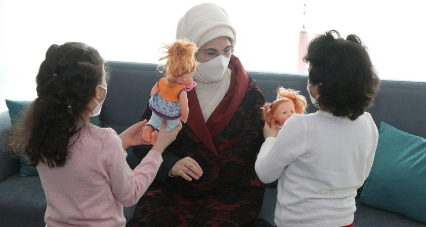 Emine Erdoğan'dan Sevgi Evleri'nde yaşayan çocuklara ziyaret