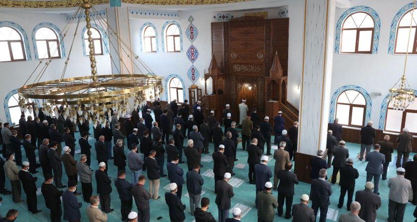 Diyanet İşleri Başkanı Erbaş, Dış İlişkiler Genel Müdürü Atalay'ın babasının cenaze namazına katıldı