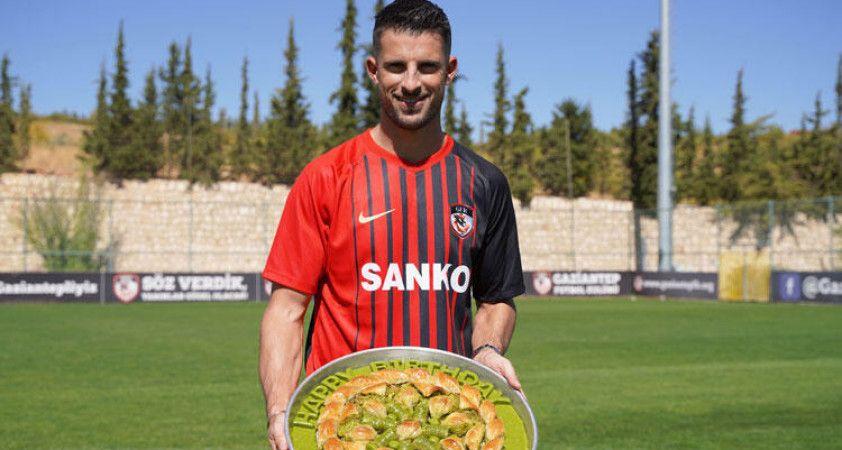 Mirallas'ın transferi dünya basınını şaşkına çevirdi