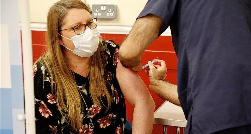 İngiltere'de üçüncü doz Kovid-19 aşısı yapılacak