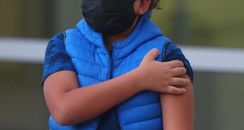 İngiltere'de 12-15 yaş arasındaki çocuklara tek doz Kovid-19 aşısı yapılması önerisi