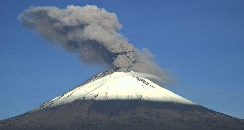 Meksika'daki Popocatepetl Yanardağı'nda 3 patlama yaşandı
