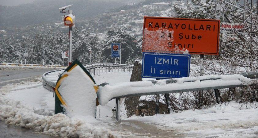 1 Nisan şakası gibi: İzmir'e kar yağdı