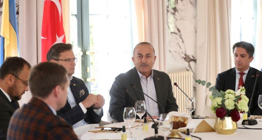 Dışişleri Bakanı Çavuşoğlu, Türk ve Ukraynalı iş adamlarıyla bir araya geldi