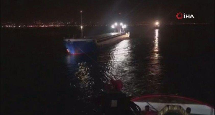 Boğazda arızalanan gemi kurtarıldı