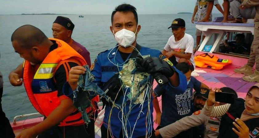 Endonezya'da yolcu uçağı kazası kurbanlardan birinin kimliği tespit edildi