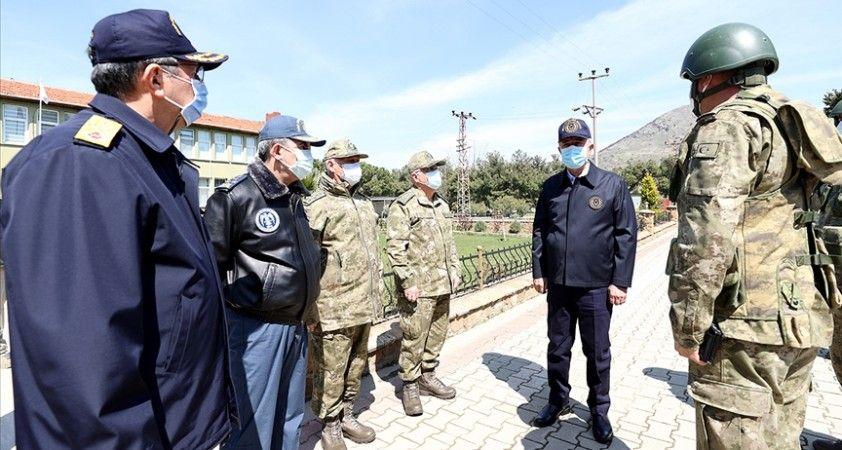 Milli Savunma Bakanı Akar ve TSK'nın komuta kademesi Gökçeada'da incelemelerde bulundu