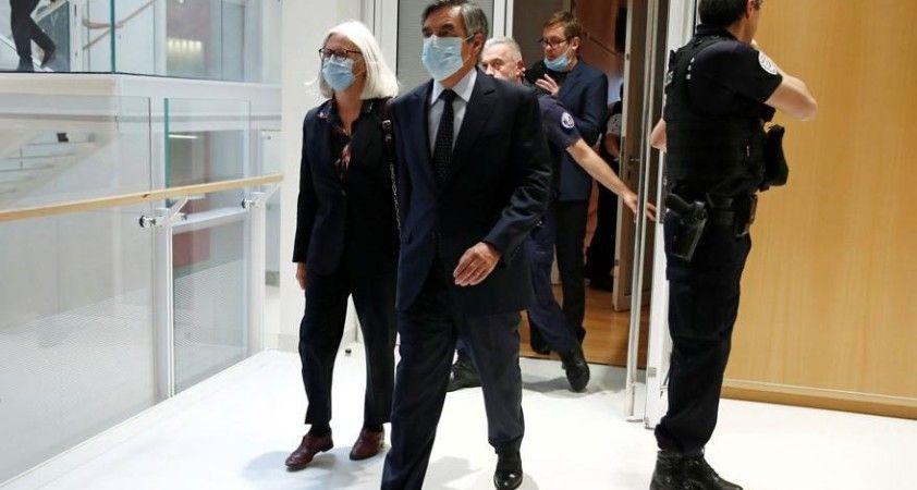 Eski Başbakana hapis cezası çıktı!