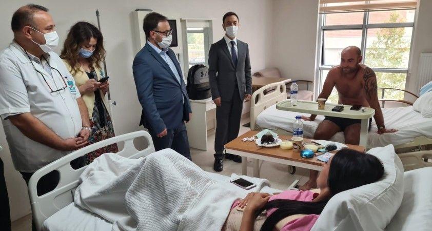 Ukrayna Antalya Konsolosu kazada yaralanan turistleri ziyaret etti
