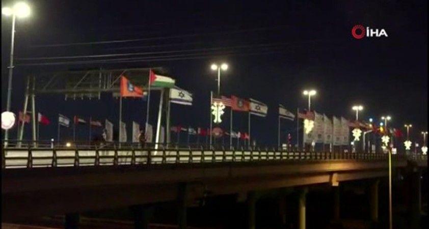 İsrailli aktivistler, BAE ve Bahreyn bayrakları yerine Filistin bayrağını astı