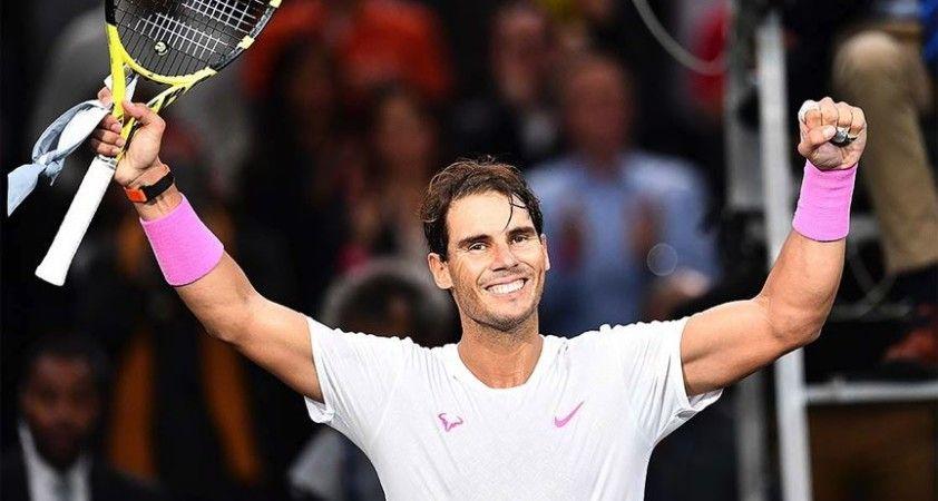 Toprakta bileği bükülmeyen Nadal rekorlara doymuyor