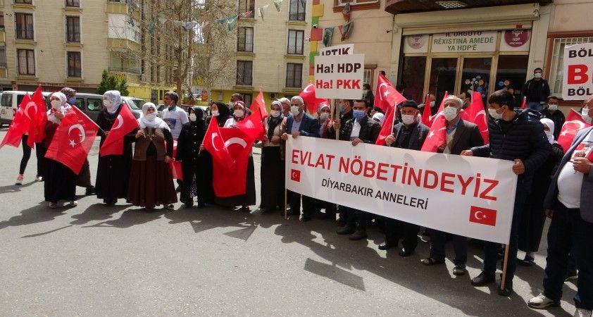 Yüreği yanık 2 aile daha HDP önündeki evlat nöbeti eylemine katıldı