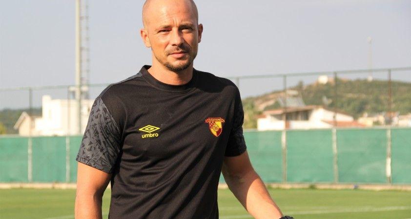 Göztepe'nin yeni teknik direktörü Nestor El Maestro ilk antrenmanına çıktı