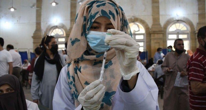 Pakistan yurt içi hava yolu seyahatleri için Kovid-19 aşısı olma zorunluluğu getirdi